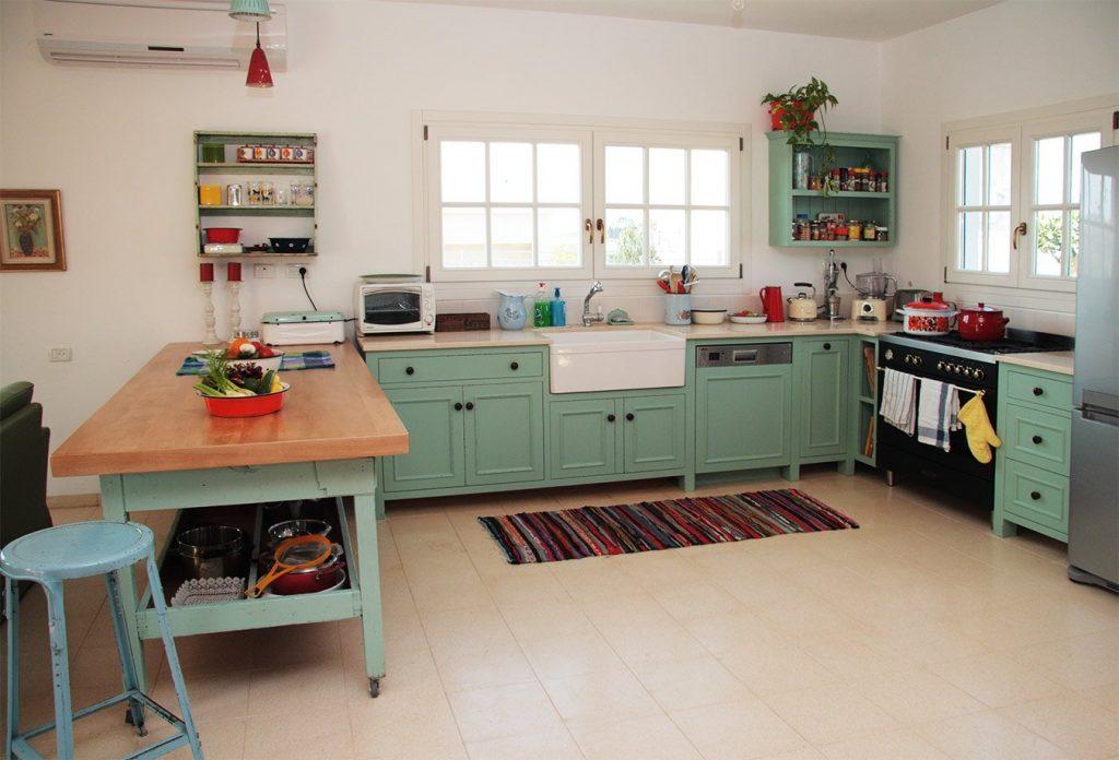 עיצוב מטבחים: מטבח פרובנס בצבע